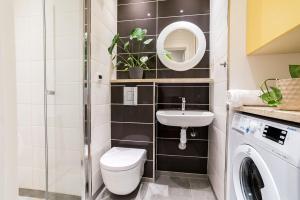 A bathroom at Apartment in perfect location - Metro Ratusz Arsenał