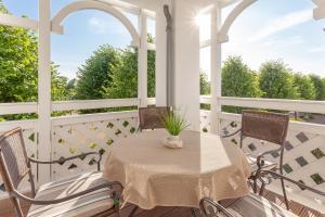 A balcony or terrace at Seepark Sellin - Haus Göhren - Ferienwohnung 535