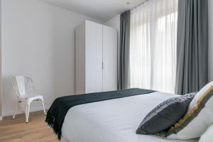 A bed or beds in a room at Riverside by Forever Rentals