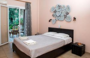 A bed or beds in a room at Villa Rita & Helena