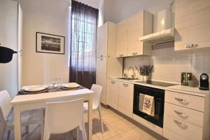 A kitchen or kitchenette at La Ca' di sogn