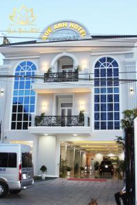 QUẾ ANH HOTEL