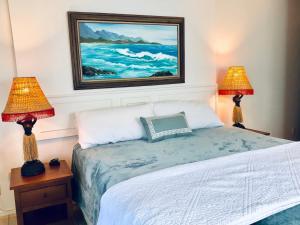 Cama o camas de una habitación en Lovely Lanikai Studio, Legal Vacation Rental