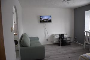 A seating area at 1 Bedroom Apartment Ponders End