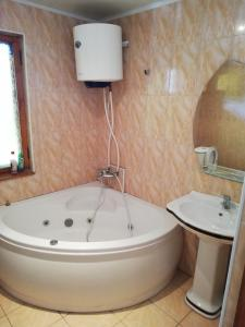 A bathroom at Cozy house in the center of Balti city