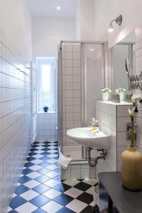 Un baño de Berlinappart - Mitte Apartments