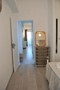 Una televisión o centro de entretenimiento en L'appartement IRINA