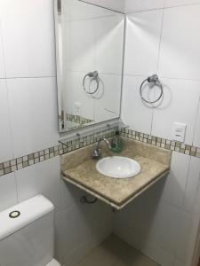 Een badkamer bij Apartamento Praia do Forte - Cabo Frio