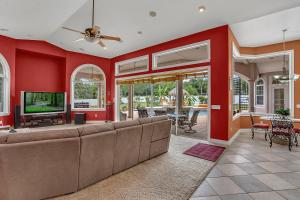 A restaurant or other place to eat at Luxury 5BR Pool/Spa/Tiki Hut