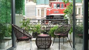 Hanoi La Cascada House & Travel