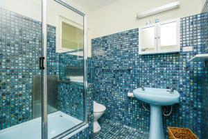 A bathroom at 19 Investigator Crescent, Encounter Bay