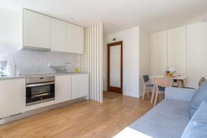 A kitchen or kitchenette at Spot Family Apartments