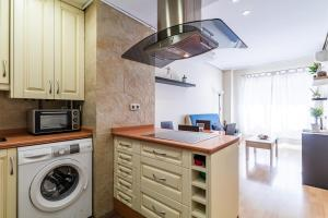 A kitchen or kitchenette at PYR Select Palacio Real III