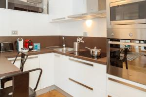 A kitchen or kitchenette at Sweet Inn - Buenos Aires
