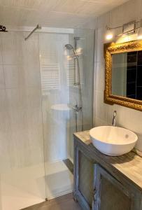 A bathroom at Appartement de la Duchesse de Dino