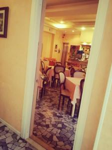 A restaurant or other place to eat at Hotel Residence Maria Grazia