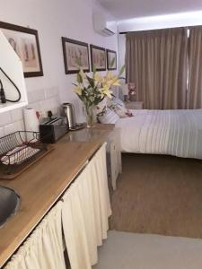A kitchen or kitchenette at The Duck House