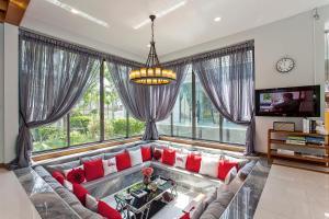 พื้นที่นั่งเล่นของ Hi At Home - Luxury Pool Villa in Pattaya