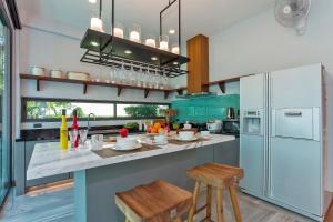 ครัวหรือมุมครัวของ Hi At Home - Luxury Pool Villa in Pattaya