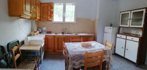 Η κουζίνα ή μικρή κουζίνα στο Vasaras