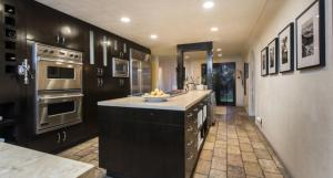 A kitchen or kitchenette at 2-Story House with Panoramic View in the Scenic Beverly Hills