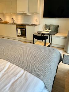 Säng eller sängar i ett rum på Easy Livin' Apartment Hotel