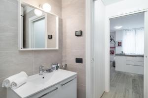 A bathroom at Cadorna 10 - Milan Home Apartments