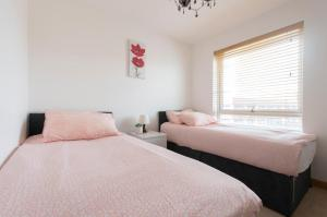 A bed or beds in a room at Crystal apartment