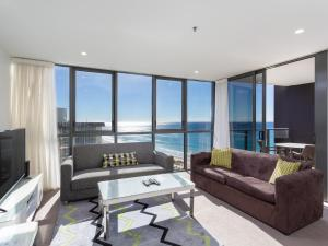 A seating area at Hostrelax Residences On Surfers