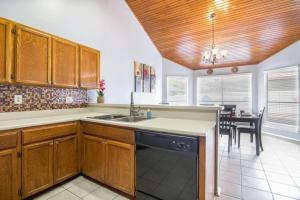 A kitchen or kitchenette at Beautiful House in an exclusive area with Pool, Hot-tub & BBQ area