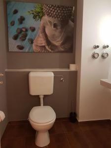 A bathroom at Premium 2 room apartment 10 min Uni, 4 min City