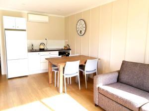 Dining area in az apartmanhoteleket