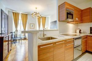 A kitchen or kitchenette at Apartments Du Louvre - Le Marais