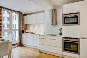 A kitchen or kitchenette at CLHH Covent Garden Penthouse
