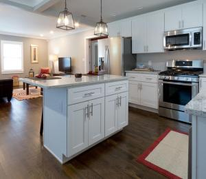 A kitchen or kitchenette at Modern Bungalow Near Downtown
