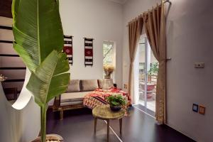 Lovely Balcony Studio in Food Street, HoanKiemLake