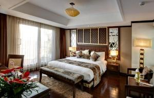Khách Sạn Golden Lotus Luxury