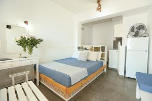 A bed or beds in a room at Kafieris Blue Studios