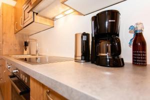 A kitchen or kitchenette at Landhotel Hinteraigengut