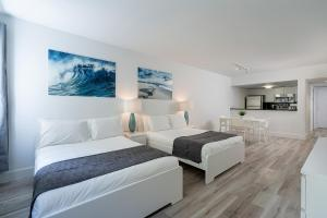A bed or beds in a room at Casa Grande Suites on Ocean Drive