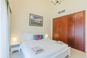 A bed or beds in a room at Gorgeous 3 Bedroom Villa in Green Community