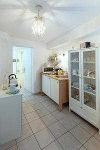 A kitchen or kitchenette at Getreidegassen Appartements