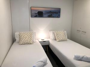 A bed or beds in a room at SeaBreeze Holidayz on Cavill Ocean View