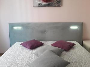 A bed or beds in a room at Apartment DENI