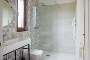 Un baño de Apartamentos Estela de Altamira