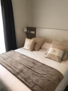 Cama o camas de una habitación en Apartamentos Estela de Altamira