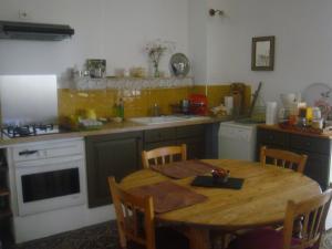 A kitchen or kitchenette at Bastide