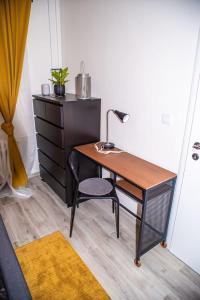 Televízia a/alebo spoločenská miestnosť v ubytovaní Modern and Comfortable Apartment in Prievidza with Welness on-site