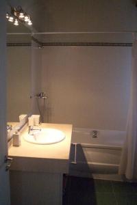 Een badkamer bij Casas do Campo