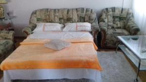 A bed or beds in a room at Apartman Mostar Centar 2